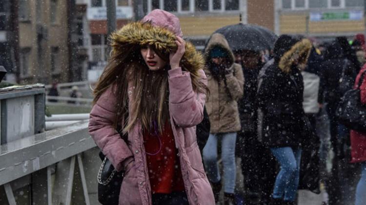 Son dakika... İstanbul'da kar yağışı devam ediyor... Sıcaklık sıfır derece