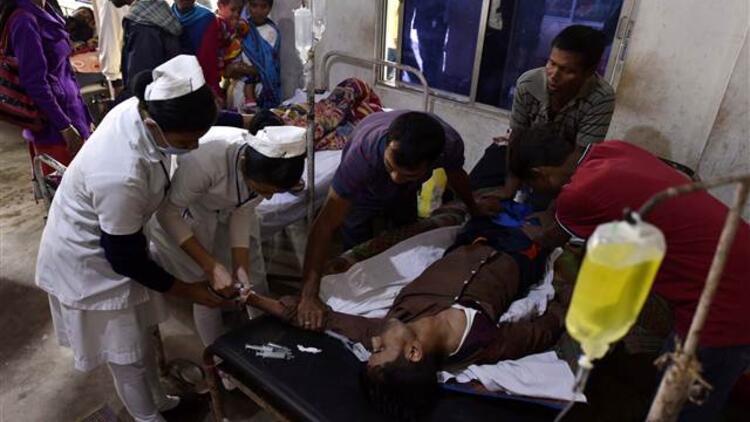 Hindistan'da sahte içkiden ölenlerin sayısı artıyor