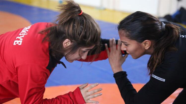 """""""Dangal"""" filminde anlatılan Hint güreşçi Edirne'de kamp yapıyor"""