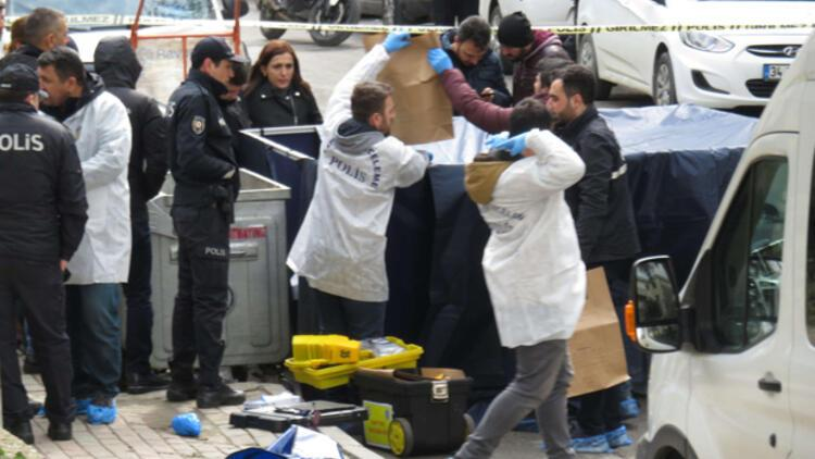 Kadıköy'de korkunç olay! Kağıt toplayıcıları fark etti, çöpten kadın bacağı çıktı
