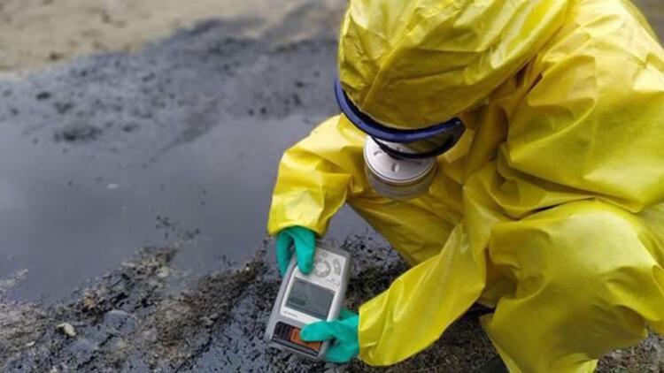 Tanker devrildi, kimyasal madde paniği yaşandı