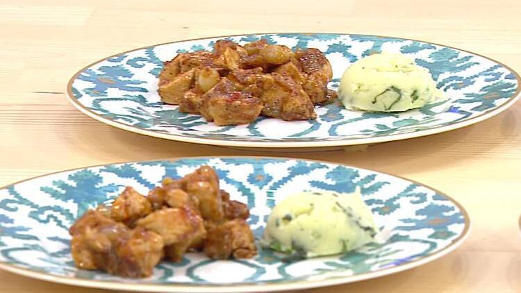 Yahni nasıl yapılır? Arpacık soğanlı tavuk yahnisi ve fesleğenli patates püresi