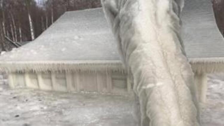 ABD'de kar fırtınası sebebiyle buzdan ev oluştu