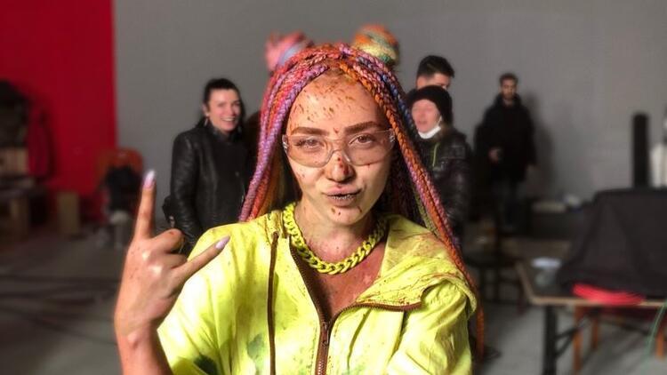 Rabia Tunçbilek'ten renk cümbüşü! Rabia Tunçbilek kimdir?