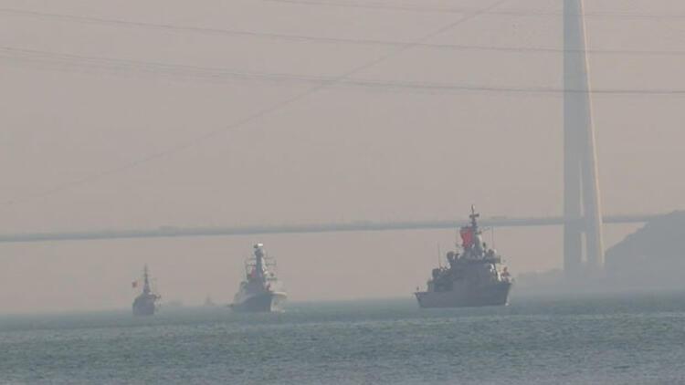 'Mavi Vatan Tatbikatı'ndan dönen gemiler Boğaz'dan geçti