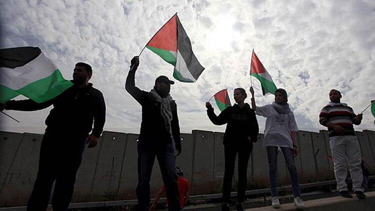 Filistin hükümeti memur maaşlarını kesintili ödemeye başladı