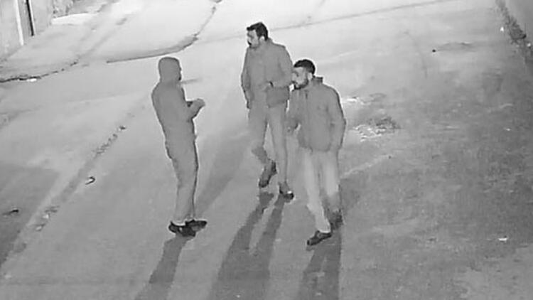 Bir mahalleyi iletişimsiz bıraktılar! Adana'da ilginç olay…