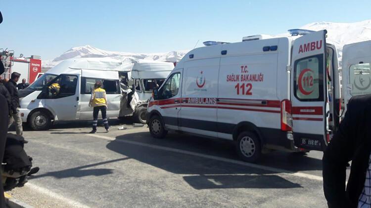 Polisleri taşıyan midibüs kaza yaptı... Çok sayıda ölü ve yaralı var