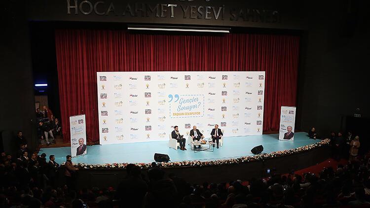 """Binali Yıldırım, """"Gençler Soruyor Başkan Cevaplıyor"""" etkinliğine katıldı"""