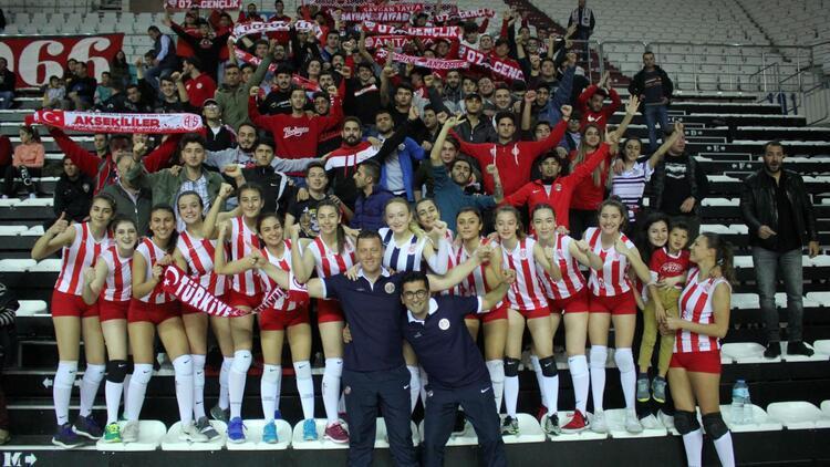 Antalyaspor'un bayan voleybolcuları tarih yazmaya hazırlanıyor