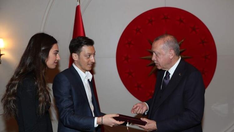 Mesut Özil'den Cumhurbaşkanı Erdoğan'a davet