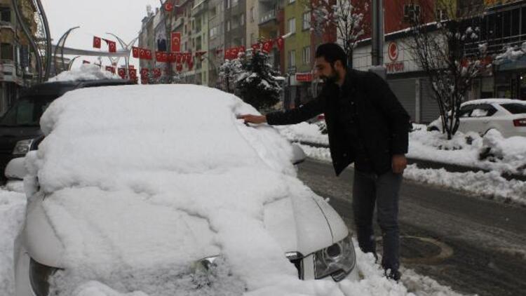 Hakkari'de 225 yerleşim birimi ulaşıma kapandı