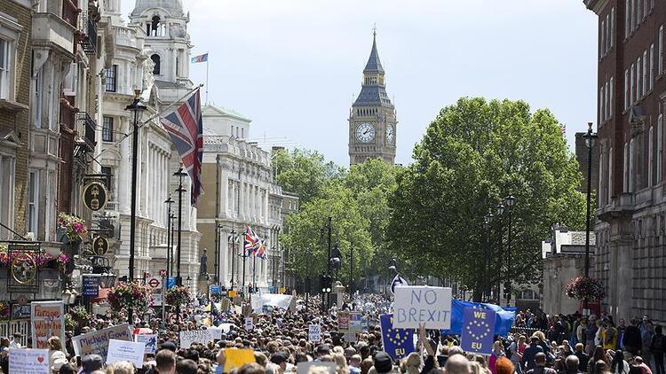 İngiltere'de Brexit için büyük gösteri