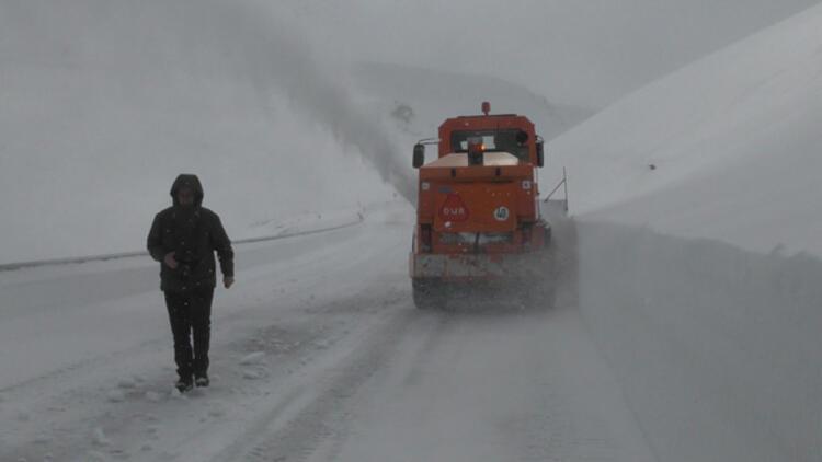 4 aydır kapalı olan Ardahan-Ardanuç yolu için çalışmalar başladı