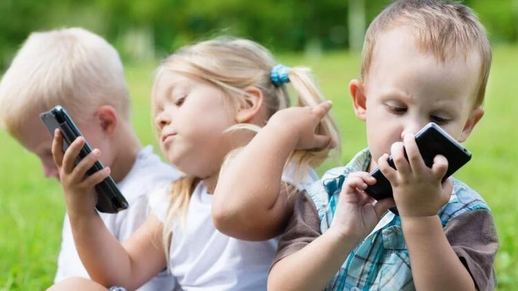 """""""Çocuklara teknolojiyi yasaklamak çözüm değil"""""""
