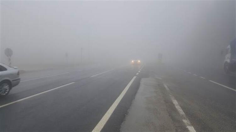Bolu Dağı'nda sis nedeniyle göz gözü görmüyor
