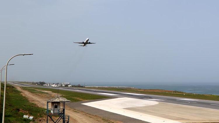 Pist onarımı tamamlanan Trabzon Havalimanı, uçuşlara açıldı