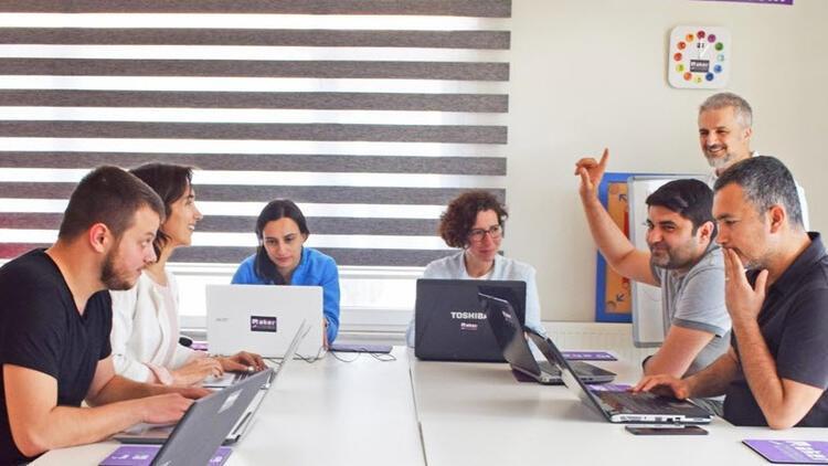 Yetişkinlere özel yazılım eğitimi için geri sayım