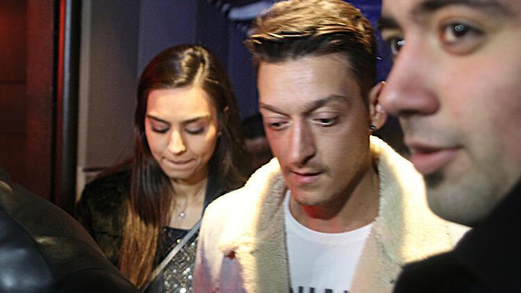 Mesut Özil ve Amine Gülşe'nin düğün tarihi Alman basınını şaşırttı