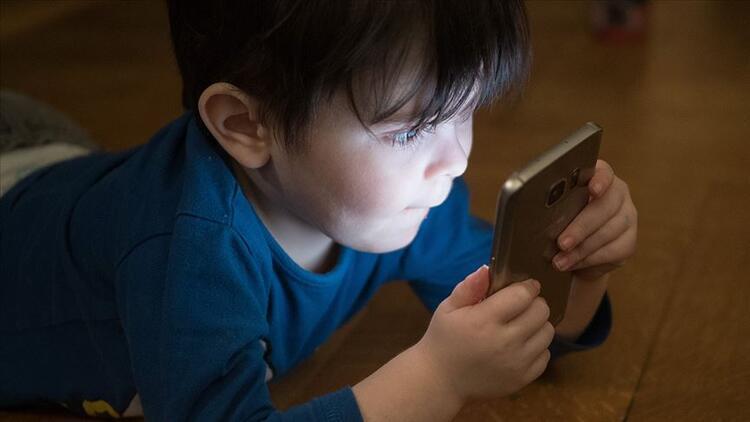 '2-3 yaş öncesi çocuklar teknolojiyle tanıştırılmamalı'