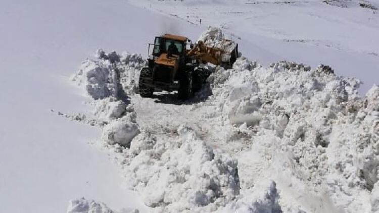 Kardan kapalı yol 6 ay sonra açıldı