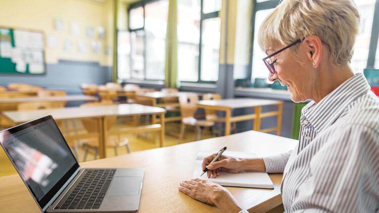 OECD: Türkiye'de beş öğretmenden biri dijital beceride yetersiz