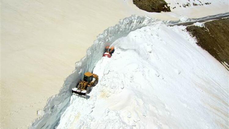 Muş'ta kar ve tipiden 6 aydır kapalı olan yol açıldı