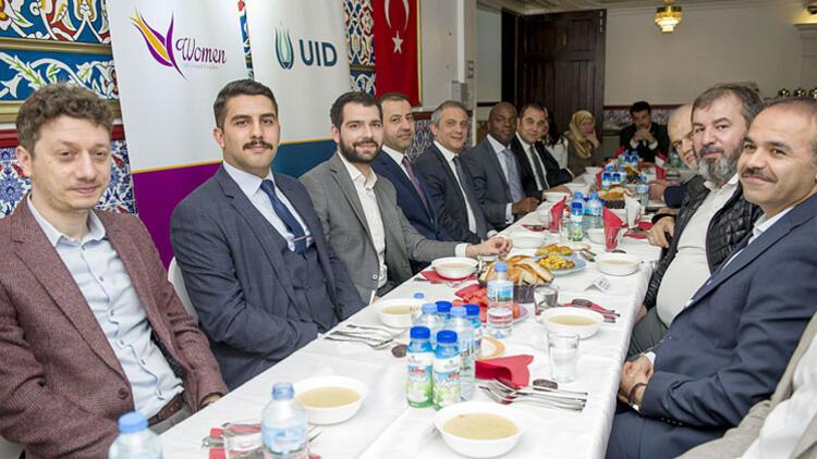 Londra'daki iftar yemeğinde 'siyaset' çağrısı