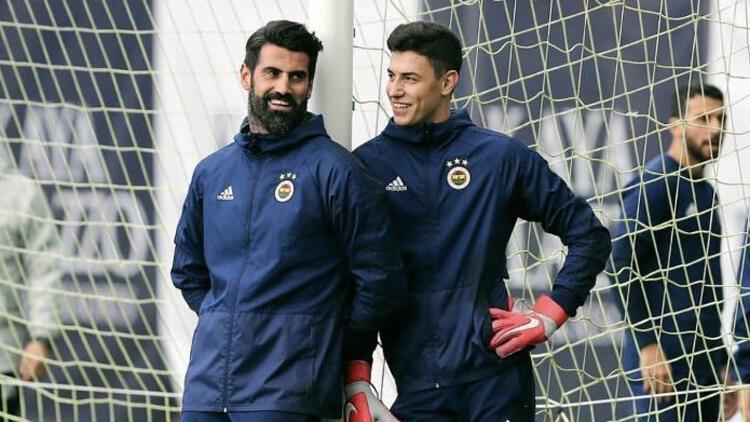 Fenerbahçeliler ikiye bölündü! Berke mi Volkan mı?