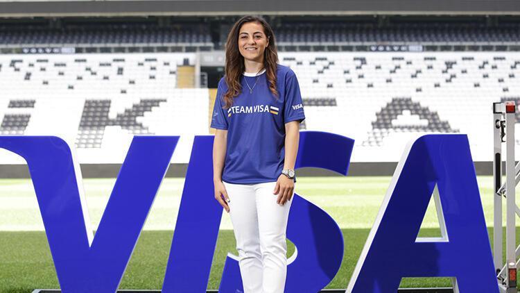 Team Visa'ya katılan ilk Türk kadın futbolcu Didem Karagenç oldu