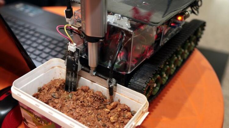 Arazide toprak analizi yapabilen robot tasarladılar