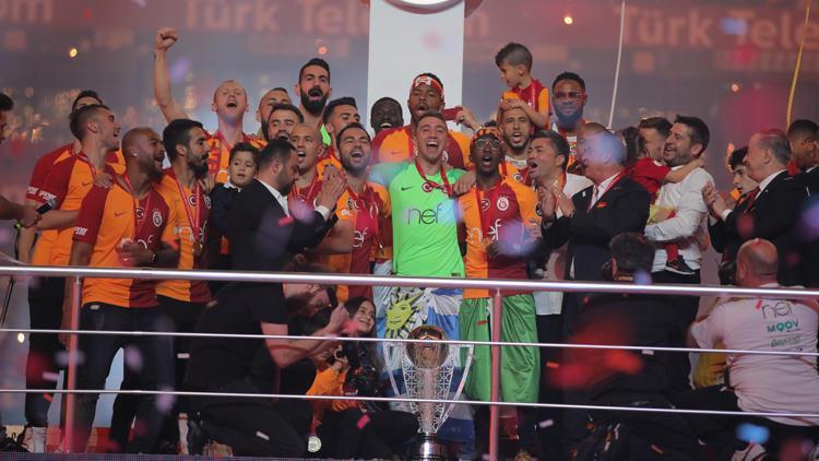"""Galatasaray """"istedi"""", şampiyonluk geldi"""