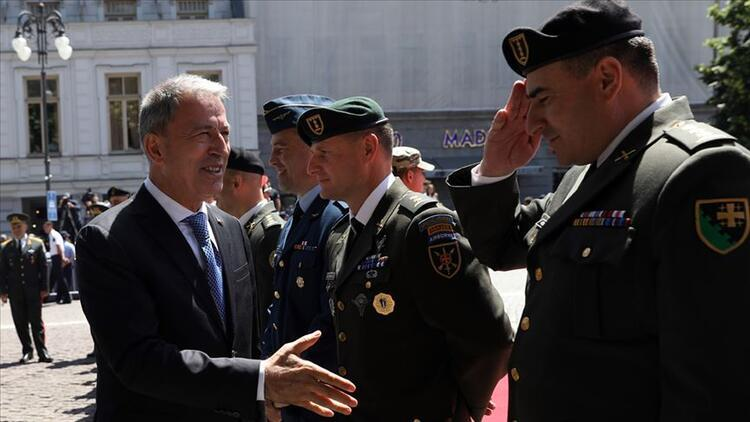 Milli Savunma Bakanı Akar Gürcistan'da