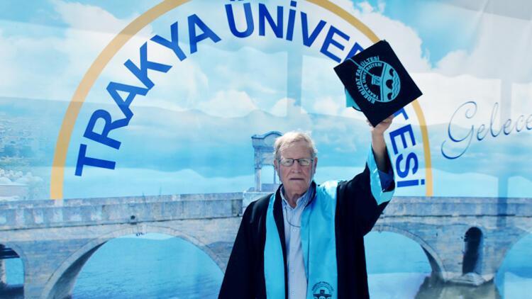 75'inde üniversiteyi bitirdi, hedefi yüksek lisans