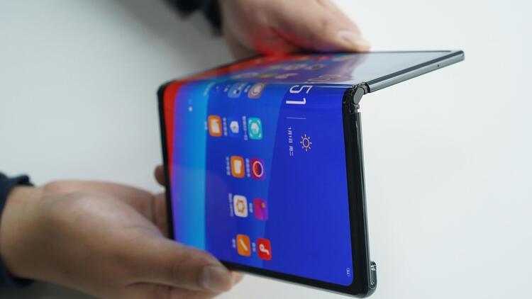 Huawei Mate X hız testinde ipi göğüsledi