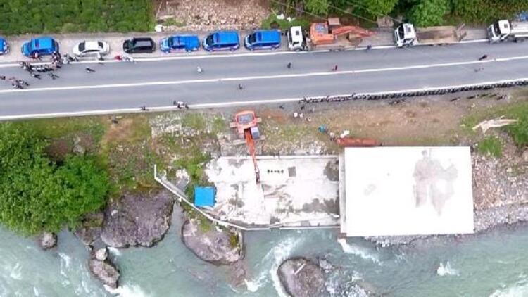 Fırtına Vadisi'nde dere yatağındaki kaçak yapılar yıkıldı