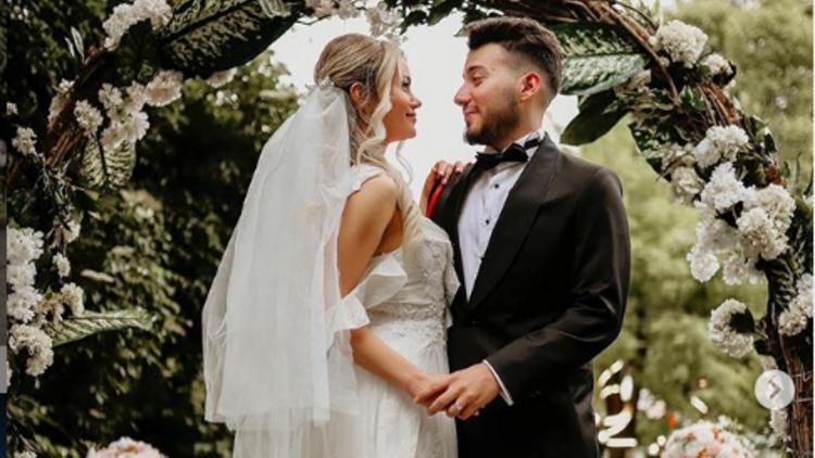 Enes Batur Dan Evlilik Aciklamasi Evlendi Mi