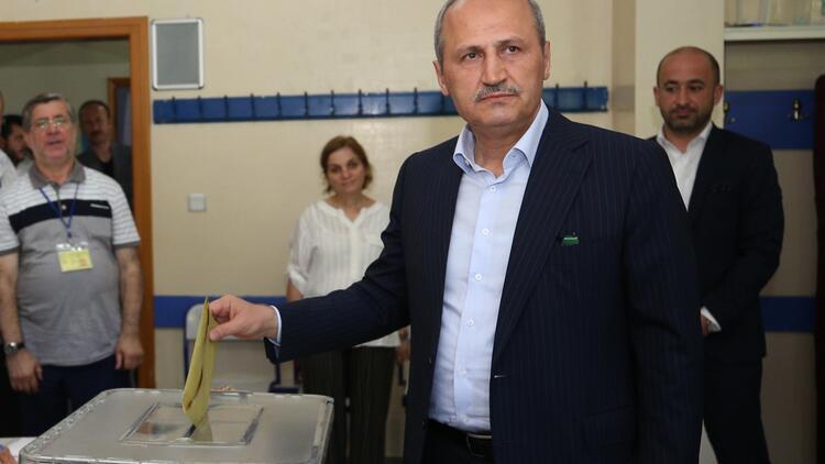 Ulaştırma ve Altyapı Bakanı Turhan, oyunu Üsküdar'da kullandı