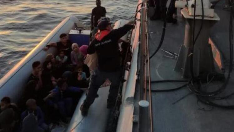 Ayvalık'ta motoru arızalanan bottaki 27 kaçak kurtarıldı