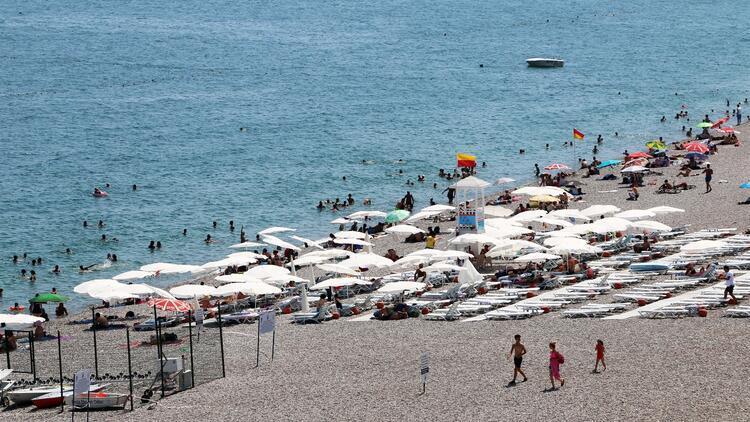 Konyaaltı Plajı tatilcilerin gözdesi