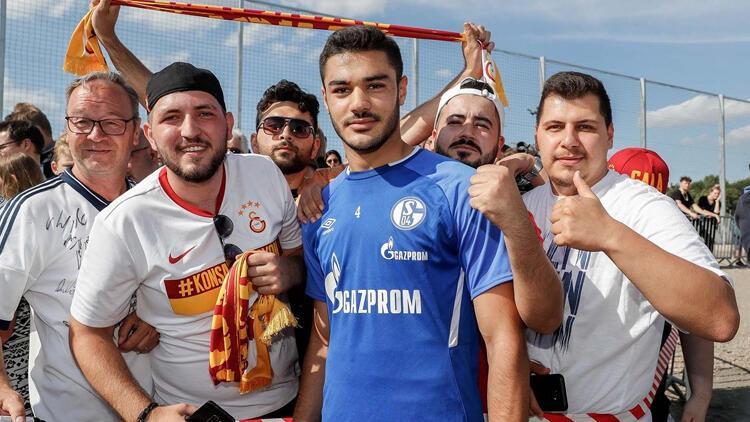 Galatasaraylı taraftarlar Ozan Kabak'ı yalnız bırakmadı