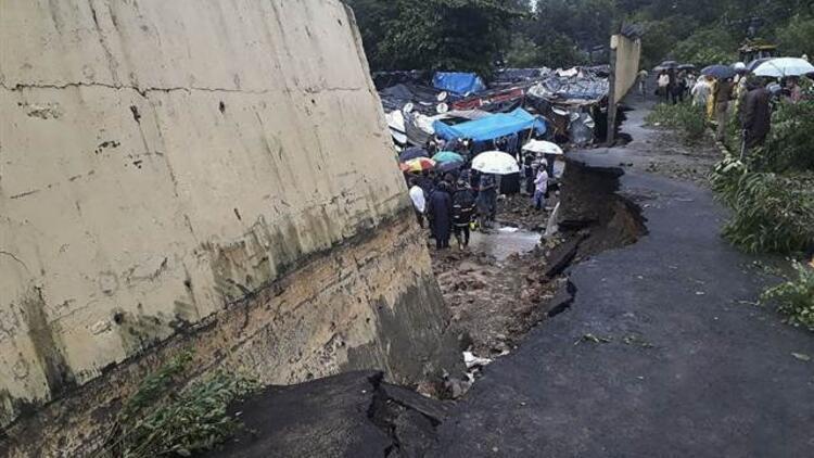 Hindistan'da baraj taştı! Çok sayıda ölü var