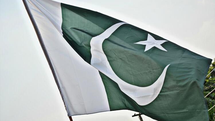 Pakistan'da havalimanında silahlı saldırı: 2 ölü