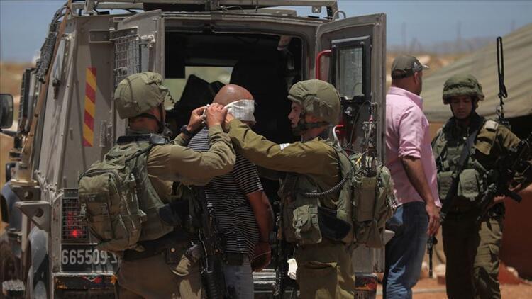 İsrail güçleri 15 Filistinliyi gözaltına aldı