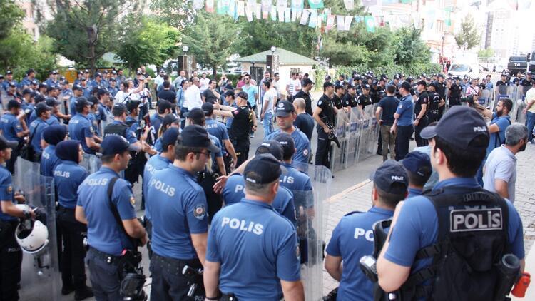 """Emniyet müdüründen HDP'liye : """"Bu ülkede bir savaş yok, terörle mücadele vardır."""""""