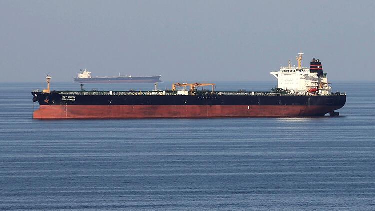 'İran, Basra Körfezi'nde İngiltere'ye ait petrol tankerini durdurmaya çalıştı'