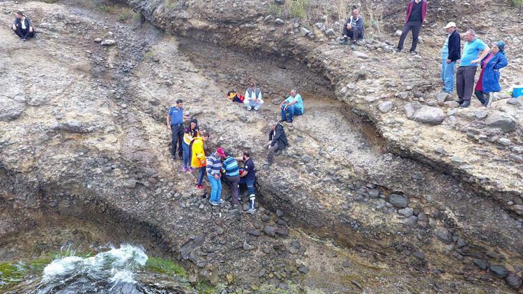 30 metreden kayalıklara düşerek, ağır yaralandı