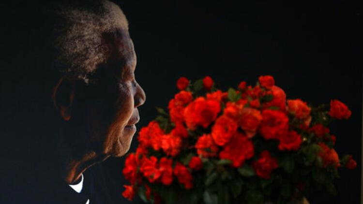 Efsanevi lider Mandela, doğumunun 101. yılında anılıyor