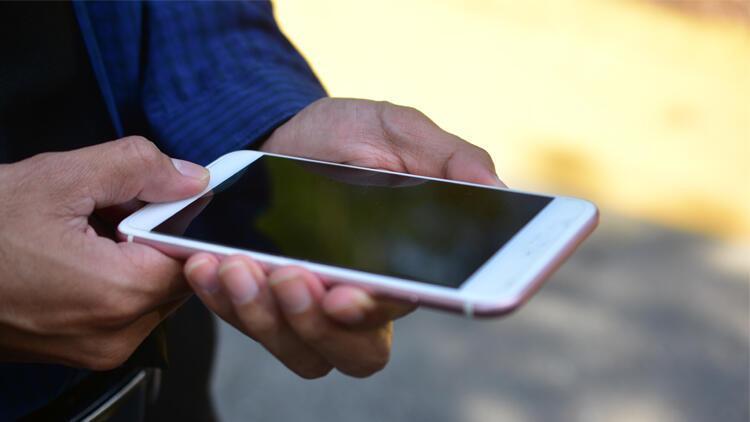 Yurt dışından getirilen telefonları yasa dışı olarak 100 liraya kayıt ediyorlar! İşte o yöntem...