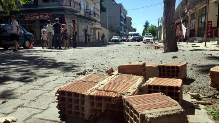 Denizli'deki depremin hissedildiği Isparta'da belediye binasına giriş yasaklandı